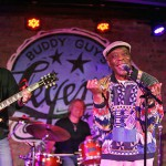 _buddy-guy-sings-legends-550